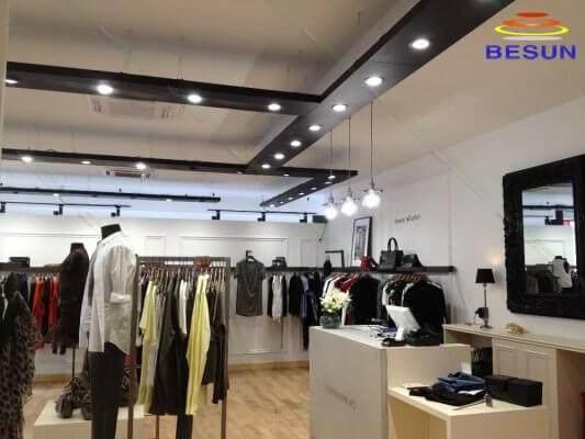 Chiếu sáng cửa hàng thời trang