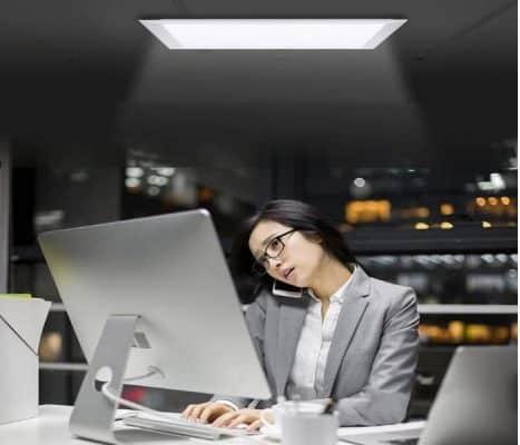 Sử dụng đèn máng âm trần văn phòng